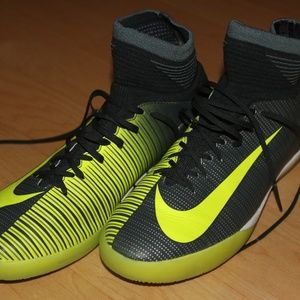 RARE CR7 INDOOR CLEATS